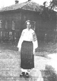 Член експедиції Наталія Сербіна в народному вбранні. Місто Овруч