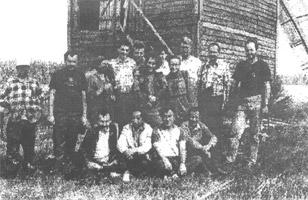 Члени експедиції біля вітряка. Село Полохачів Овруцького р-ну