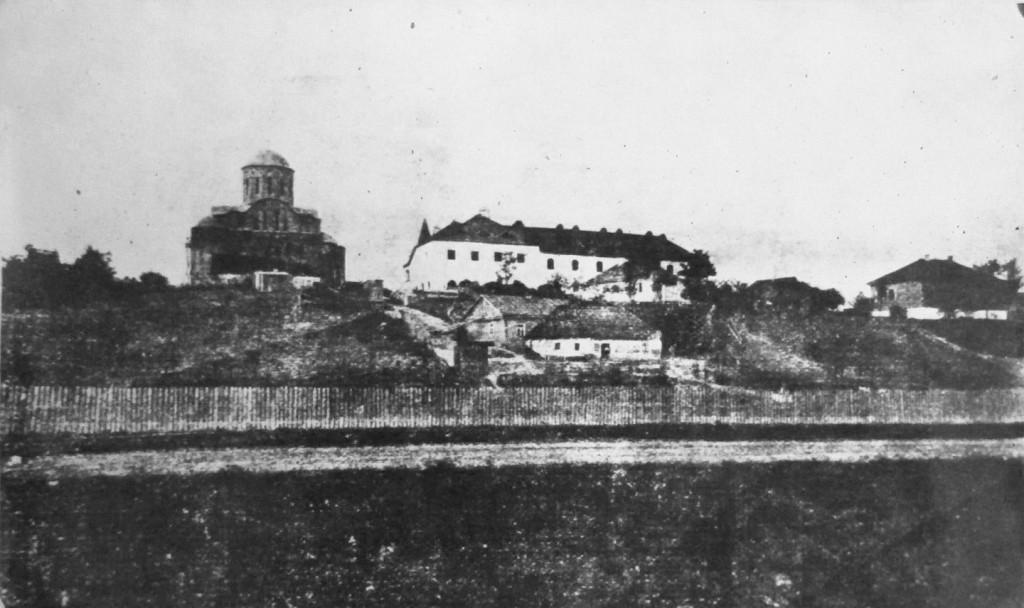 Загальний вигляд храму та монастиря