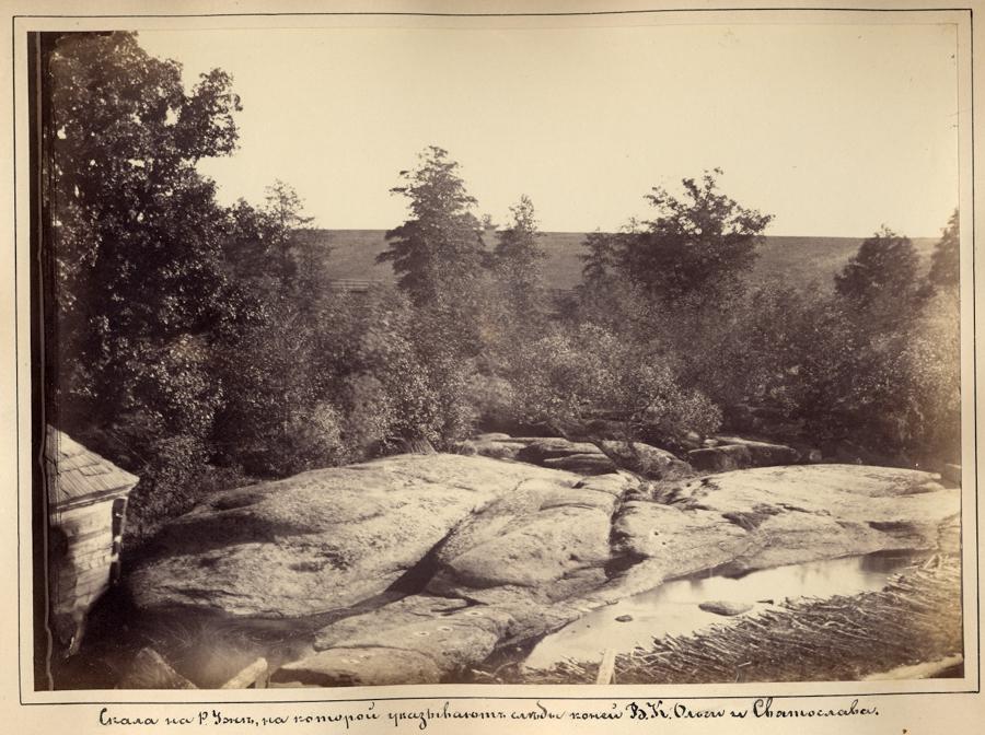 Скеля на р.Уж, на якій вказують сліди коней Великої Княгині  та Святослава